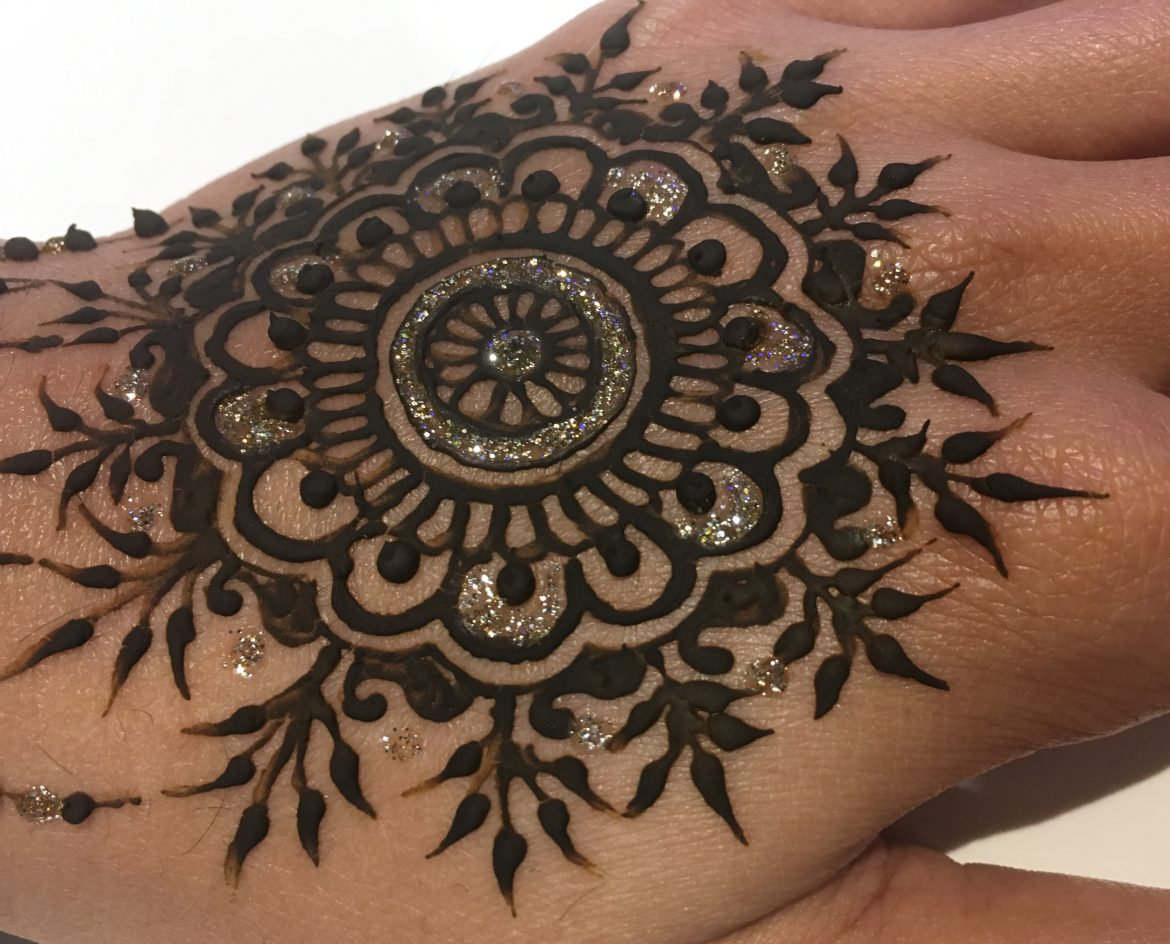Beautiful sparkle henna on back of hand
